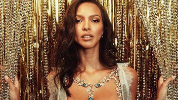 La modelo brasileño Lais Ribeiro con el 'Fantasy Bra' del desfile de Victoria's Secret 2017.