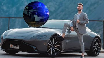 Imagen del youtuber Salva con su Aston Martin Vantage.