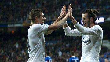Kroos alucina y vacila a Bale al verle escribir en español