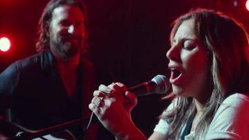 Lady Gaga cantando la canción 'Shallow' con Bradley Cooper en una escena de 'Ha nacido una estrella'.