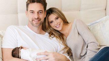 Imagen de Pau Gasol y Catherine McDonnell junto a su hija Elisabet.
