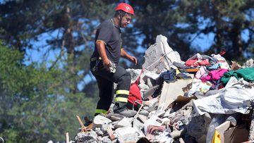 Las tareas de rescate en Amatrice continúan tras el terremoto que ha azotado el centro de Italia.