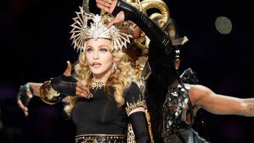 Madonna durante su actuación en la Super Bowl de 2012