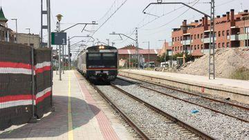 Un tren arribant a l'estació de Mollerussa. Imatge del 9 de setembre de 2016. (Horitzontal)