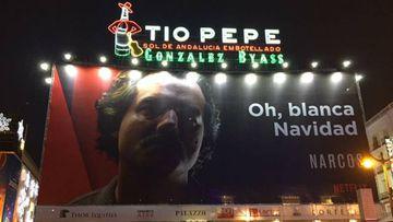 Netflix levanta un cartel en pleno centro de Madrid con su serie Narcos con un juego de palabras.