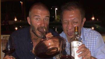 Beckham felicita a Peter Lim por su cumpleaños.