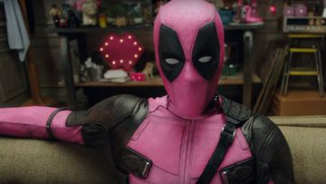 Ryan Reynolds se pasa al rosa con Deadpool por una buena causa.