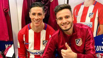 Fernando Torres con Saúl Ñiguez en el vestuario del estadio Vicente Calderón