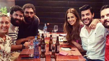 Miguel Torres con Paula Echevarría y el equipo de 'Los Nuestros'.