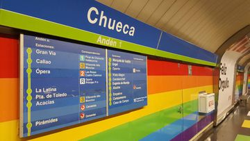 Así sería el Metro de Madrid si homenajeara al Orgullo Gay