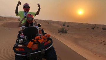 El piloto británico de Fórmula 1 Lewis Hamilton y la rapera Nicki Minaj en Dubái a bordo de un quad.