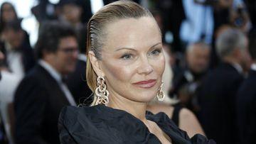 Pamela Anderson sorprendió con su look en el festival de Cannes.