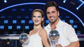 El cantante David Bustamante con la bailarina rusa Yana Olina después de ganar 'Bailando con las estrellas'.