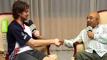 Pau Gasol y Andrés Montes en una entrevista durante el Eurobasket 2007.