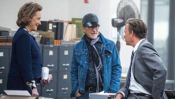 """Steven Spielberg con Meryl Streep y Tom Hanks durante el rodaje de """"Los archivos del Pentágono"""" (""""The Post"""")"""