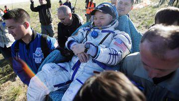 El balón del Mundial de Rusia 2018 vuelve a la Tierra con tres astronautas tras viajar al espacio