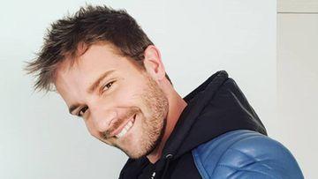 El cantante Pablo Alborán sonriendo.