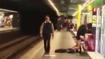 La pareja fue cazada practicando sexo en el andén del metro de Liceo de Barcelona.