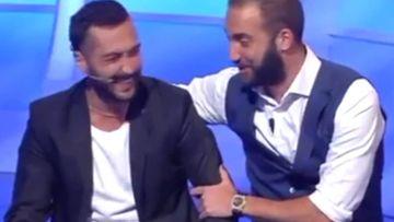 """Gonzalo Higuaín con un seguidor suyo y de la Juventus en la sorpresa que le dio en el programa de televisión italiano """"C'e posta per te"""""""