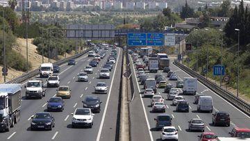 Sevilla/12-04-2017: Entrada y salida de Sevilla en el Km 1 de la A49.  FOTO: PACO PUENTES/EL PAIS