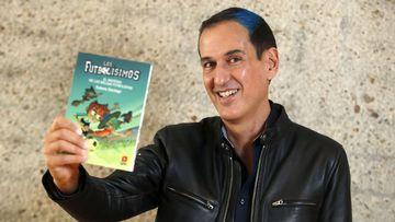 Roberto Santiago, autor de las novelas infantiles 'Los Futbolísimos'.