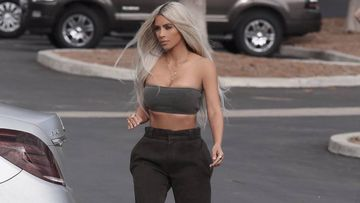Kim Kardashian, pillada semidesnuda en la playa