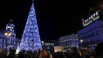Vista de la Puerta del Sol de Madrid, el pasado viernes durante el tradicional encendido de luces de Navidad.
