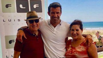 Imagen de Luis Figo junto a sus padres.