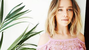 """Emilia Clarke, actriz de Juego de tronos, dedica una de sus fotos de Instagram a nuestro país: """"España me riza el pelo""""."""
