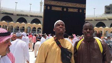 Pogba visita La Meca antes de decidir su futuro.