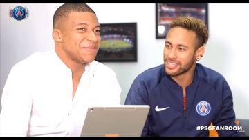 """Kylian Mbappé y Neymar en un """"fan room"""" organizado por el PSG."""