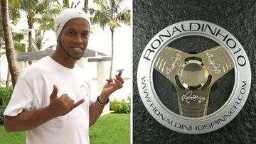 Ronaldinho en el vídeo promocional de su marca solidaria de fidget spinners, Ronaldinho Spinner, y su spinner exclusivo chapado en oro de 24 kilates