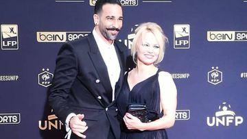 Pamela Anderson y Rami terminan con los rumores de ruptura en la Gala UNFP.