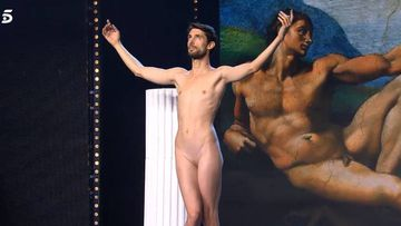 El concursante de 'Got Talent 4' Adrián Pino, 'El novio de Venus', desnudo en el plató del programa en una actuación reivindicativa contra el machismo.